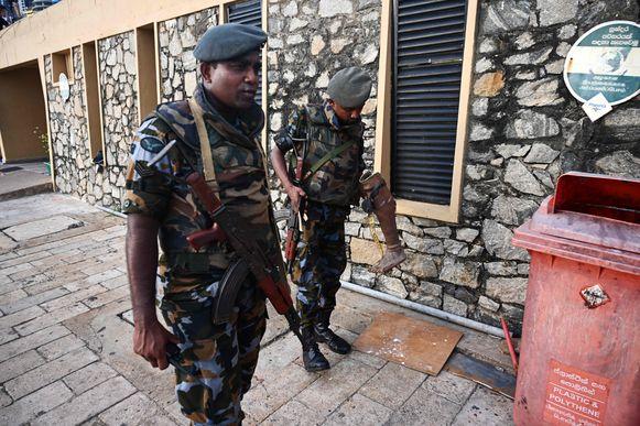 Soldaten patrouilleren door de Sri Lankaanse hoofdstad Colombo.