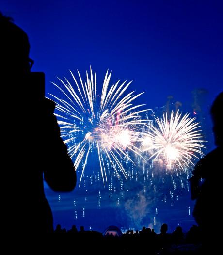 Rond jaarwisseling is gewoon vuurwerk te zien en te horen in Hoeksche Waard