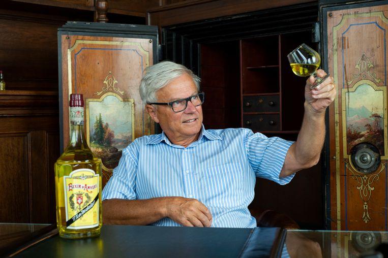 Ivan geniet van een Elixir d'Anvers.