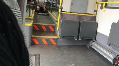 Lijn-chauffeur die bus stopte om te bidden, moet op gesprek