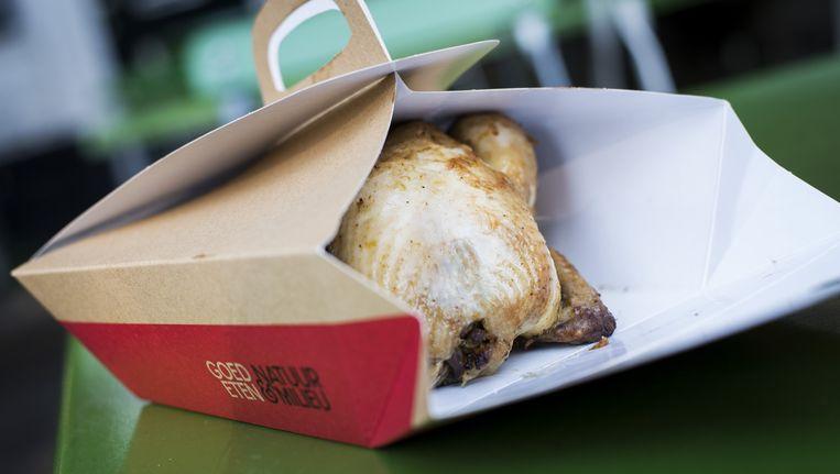 Een 'doggy bag' met kip, bedoeld om overgebleven restauranteten mee naar huis te nemen. Beeld anp