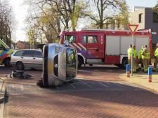 Auto op z'n kant bij aanrijding Lichtenvoorde
