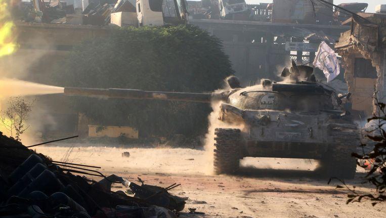 Een tank van oppositiebeweging Free Syrian Army in Aleppo. Beeld REUTERS