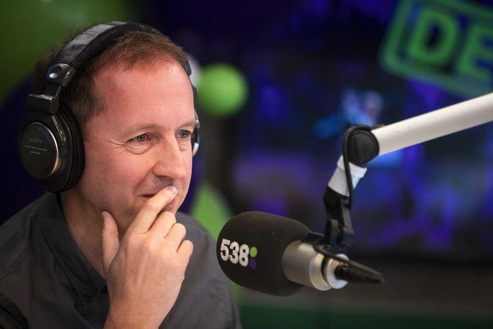 2018-12-21 06:02:42 HILVERSUM - Edwin Evers neemt afscheid van zijn show Evers Staat Op op Radio 538. Hij doet dat met een marathonuitzending die twaalf uur duurt. ANP KIPPA JEROEN JUMELET