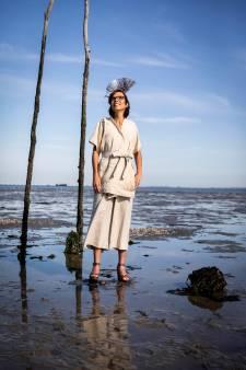 ChristenUnie-Kamerlid Carla Dik-Faber verschijnt in zeewierpak