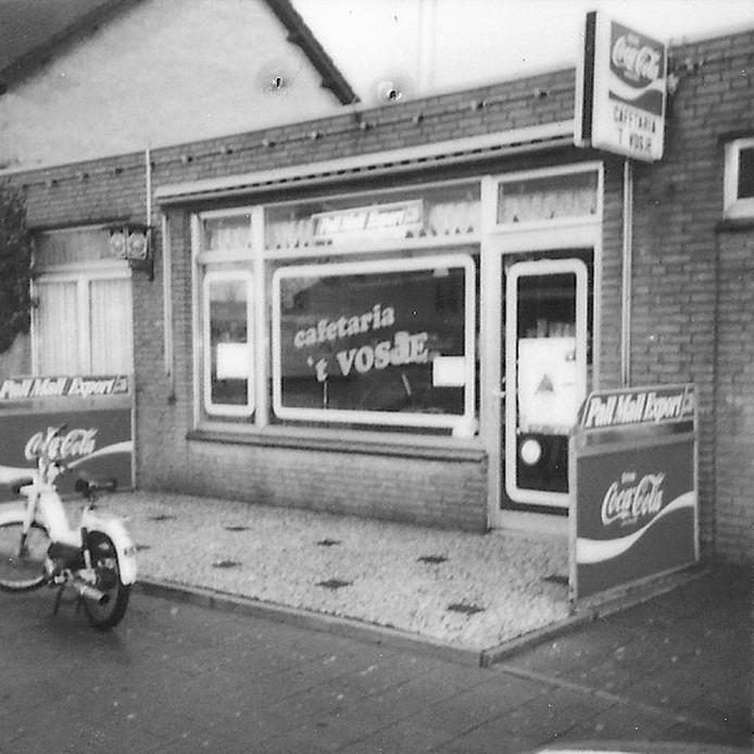 Waar het allemaal mee begon, de toenmalige cafetaria naast het café aan de Raadhuisstraat.