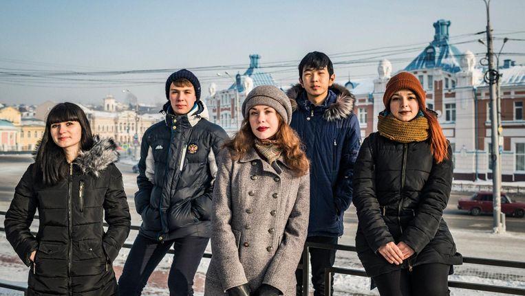 Jana, Sasja, Dasja, Andrej en Lena (vlnr), 18-jarige Russen die vlak na Poetins aantreden werden geboren. Beeld Yuri Kozyrev / Noor