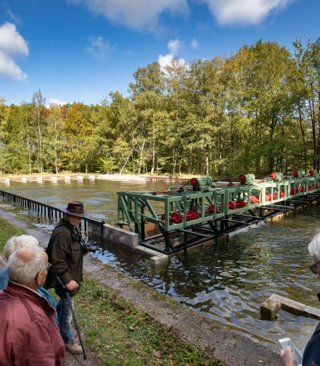 Schaalmodellen in Waterloopbos bij Kraggenburg krijgen vers water dankzij gebaggerde kanalen