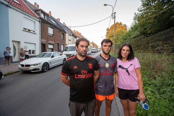 Mario Bento en Renata Da Silva blijven achter hun zoon Francisco staan.