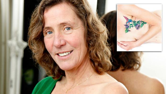Manon Bijl liet na haar borstamputatie een tatoeage van een wolfskers en een kolibrie over haar litteken zetten.