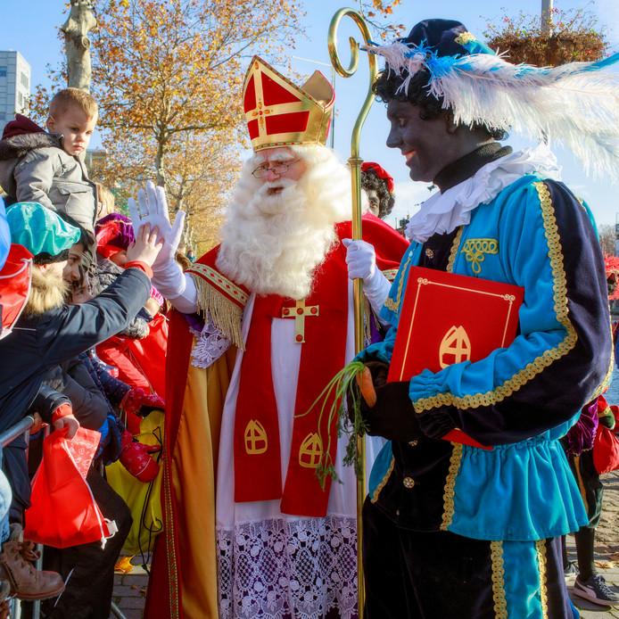 Flinke drukte bij de intocht van Sinterklaas in Tilburg.
