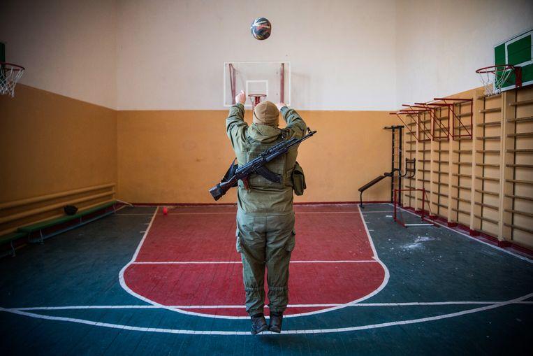 Door het strijdkarakter van sport te benadrukken, zoals met de uitspraak 'voetbal is oorlog', negeren we de verbindende kracht van sporten. Beeld Getty Images