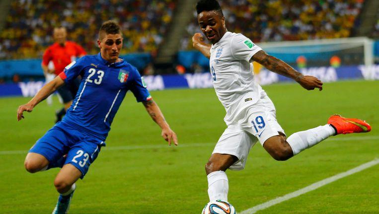 Marco Verratti (links) in actie tegen Engeland op het WK 2014 in Brazilië.