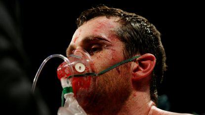 Bokser zo zwaar toegetakeld dat hij zuurstof toegediend krijgt in de ring