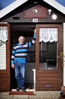 Kees (76) rijdt vrijwel elke dag op de Puch naar zijn tuintje.