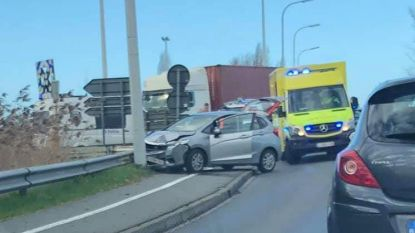 Avondspits rond Zandvoorde verstoord door ongeval op autosnelwegbrug
