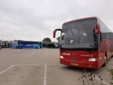 Spelersbussen Ajax en PEC Zwolle op vol terrein touringcarbedrijf in Dalfsen: 'Normaal is alles weg'