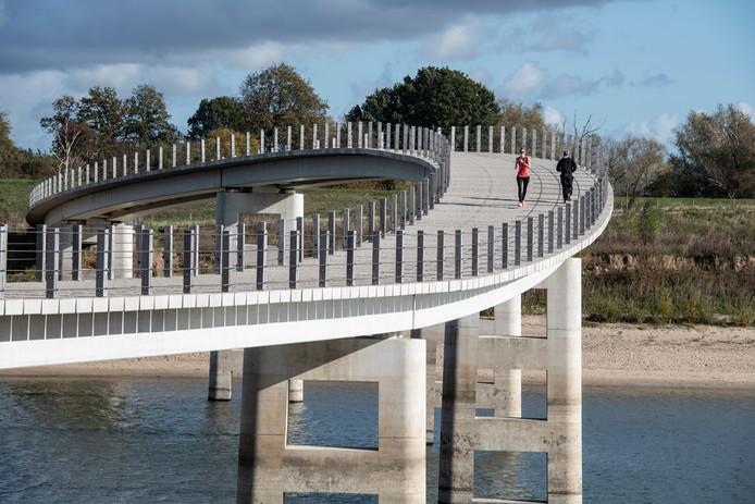 De Zaligebrug over de Spiegelwaal.