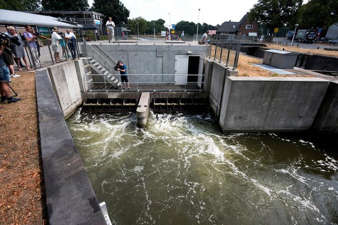 Als het gemaal De Aanvoerder bij Utrecht aangezet wordt, stroomt er bijna zeven kuub water per seconde naar het Groene Hart. De capaciteit moet omhoog, aldus het waterschap.