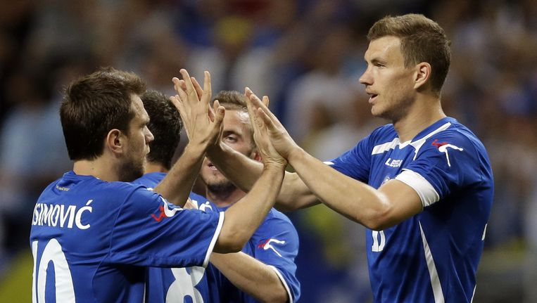 Edin Dzeko (rechts) scoorde twee keer voor Bosnië tegen Ivoorkust.