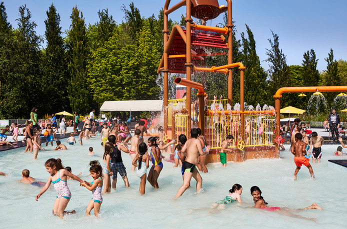 De populaire havenspeeltuin in het Rotterdamse Plaswijckpark wordt nu vernieuwd en vergroot. Er komen 40 nieuwe waterspellen bij.  De geliefde valemmer blijft.