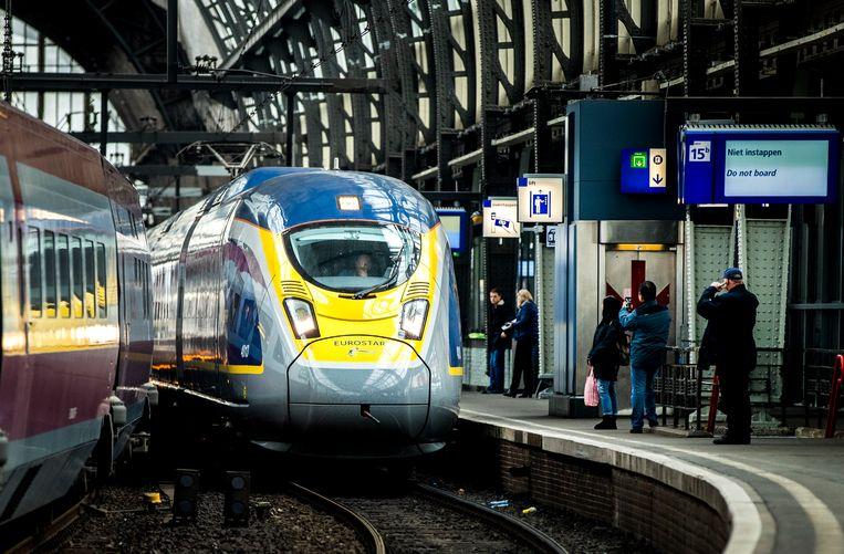 De aankomst van de eerste Eurostar vanuit London op Amsterdam Centraal.  Beeld ANP