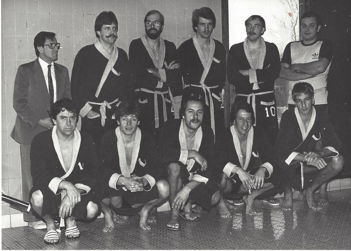 Hans Spijkerman maakte zich op allerlei plaatsen nuttig voor Swol 1894, ook als coach van het waterpoloteam (1980/1981).