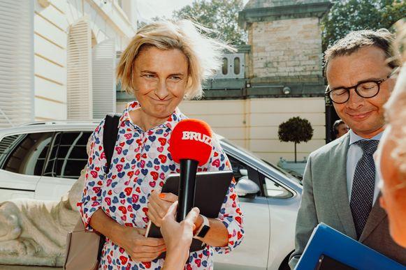 Uittredend Vlaams minister van Onderwijs Hilde Crevits en voorzitter Wouter Beke onderhandelen namens CD&V over de vorming van een nieuwe Vlaamse regering.