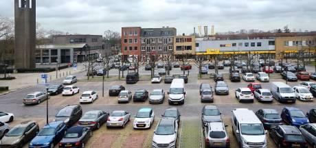 Klachten over hoge parkeerdruk: waarom staan auto's hele dag op Prinsenbeekse Markt?