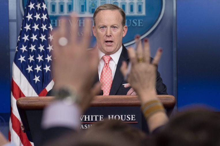 Sean Spicer tijdens een dagelijkse persconferentie in het Witte Huis.  Beeld AFP