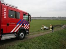 Brandweer treft verlaten auto in de berm aan in Zennewijnen