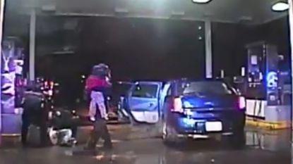 VIDEO. Amerikaanse politie redt twee jonge kindjes uit gecarjackte auto