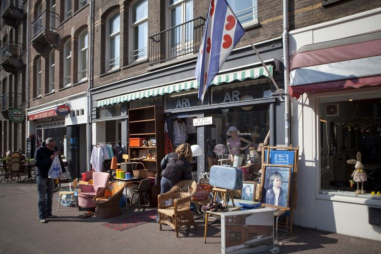 Ari's winkeltje trekt veel bekijks. Beeld Floris Lok
