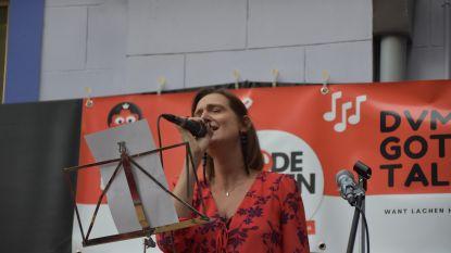 Leerkrachten DvM Humaniora zingen voor Rode Neuzen Dag