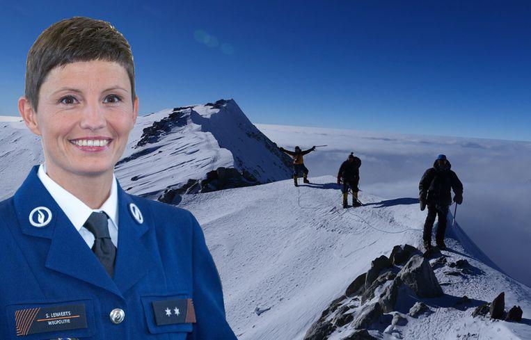 'Kijk Uit'-presentatrice Sofie Lenaerts (44) op de top van Mount Vinson, de hoogste berg van Antarctica.