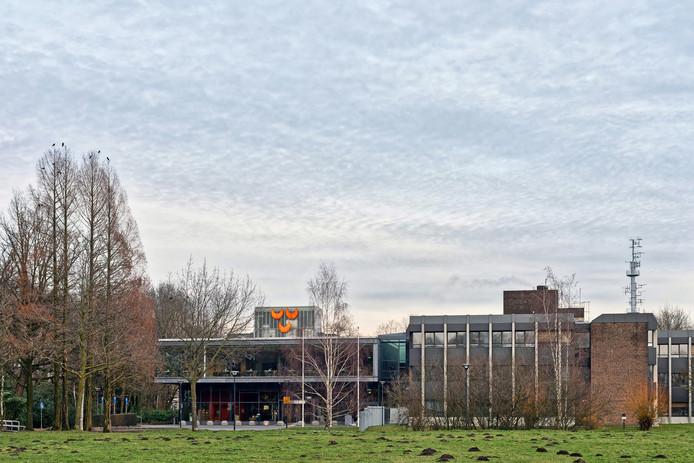Het stadhuis van de gemeente Oosterhout aan het Slotjesveld in Oosterhout. Foto Pix4Profs / Johan Wouters