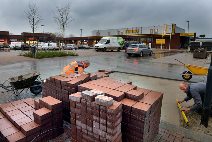 In 2017 werd de parkeerplaats bij het nieuwe winkelcentrum in Lienden voltooid. Ondanks wegwerkzaamheden blijft de parkeerplaats bereikbaar