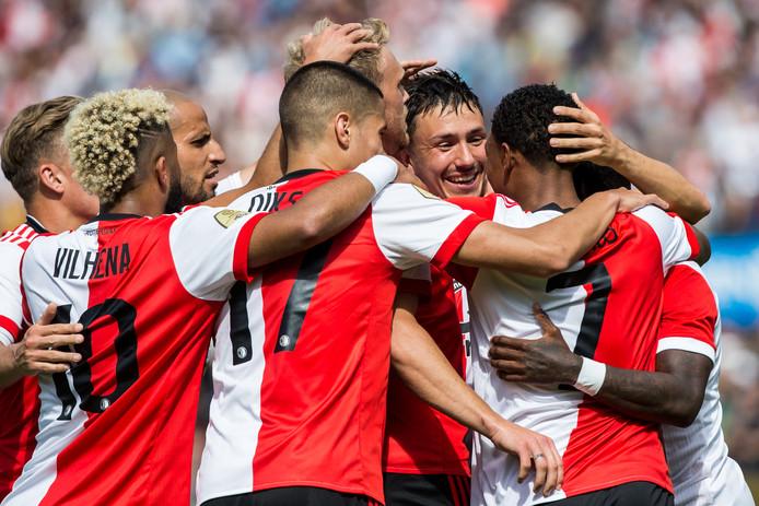 Spelers van Feyenoord vieren eerder dit seizoen een goal van Steven Berghuis.