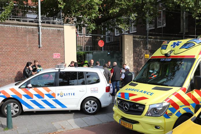 Meerdere ambulances zijn naar de Kempstraat gereden.