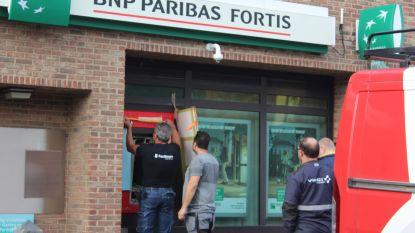 Bankautomaat slingert tot op parking na plofkraak in Kermt