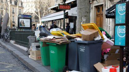 Afval stapelt zich op in straten van Parijs door staking tegen pensioenhervorming