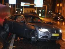Automobilist rijdt tegen wand Willemstunnel, auto komt omgedraaid tot stilstand
