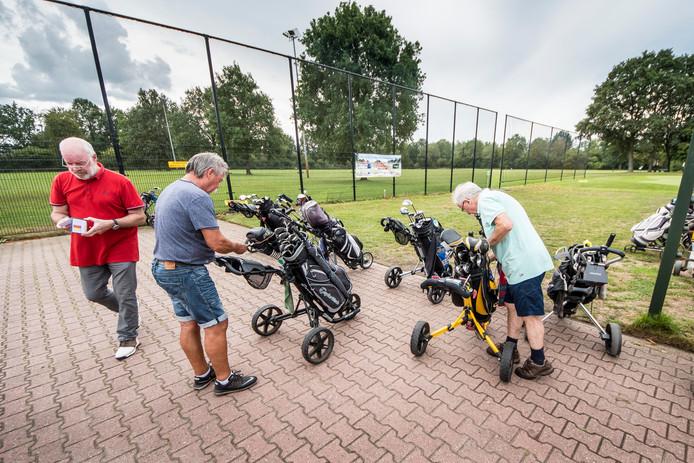 Golfers maken zich op een voor rondje bij PH.