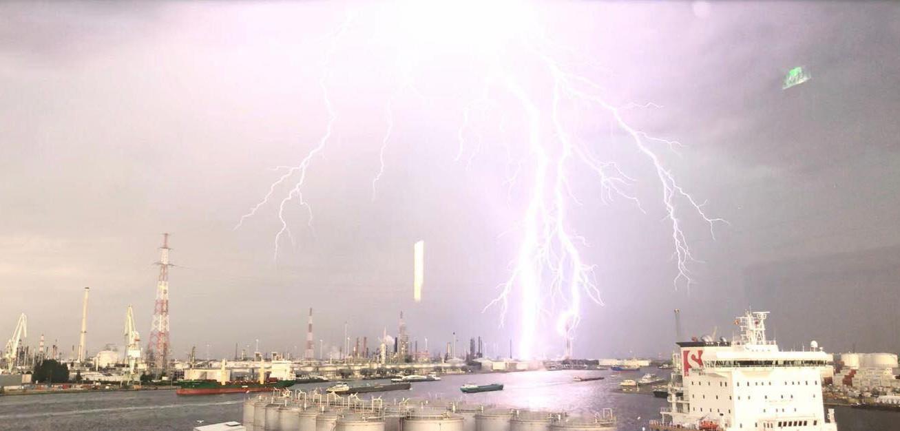 Orage sur le port d'Anvers, la nuit du 18 au 19 juin 2019