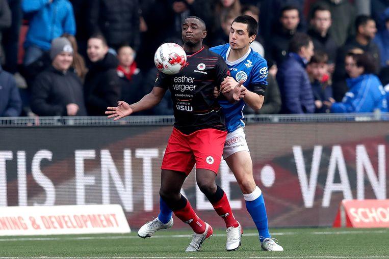 Excelsior-speler Ahmad Mendes Moreira in duel met Declan Lambert van FC Den Bosch. Beeld BSR Agency