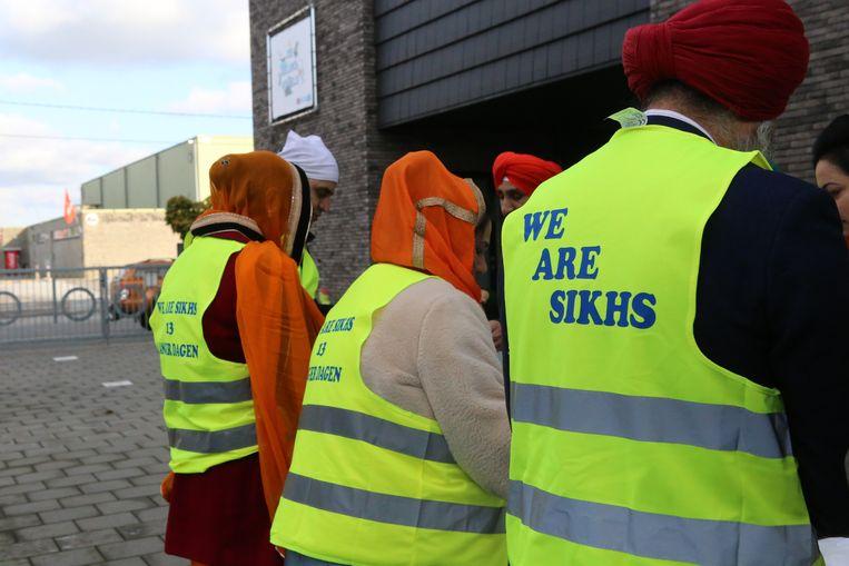 De Sikh-familie Singh-Kaur bood iedereen die het wou een gratis maaltijd aan.