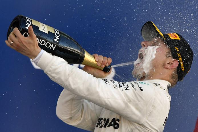 Valtteri Bottas viert zijn zege in Rusland, na de GP van 2017.