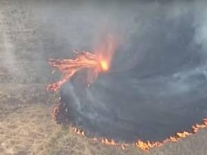 Une tornade de feu filmée en Australie