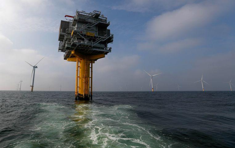 Het windmolenpark Luchterduinen van Eneco levert stroom aan de NS en TU Delft.  Wie Eneco wil kopen, moet snel zijn. Belangstellenden moeten zich vóór 3 maart melden. Beeld Yves Herman/Reuters