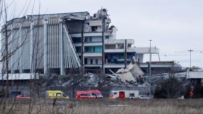 Indrukwekkend beelden tonen hoe dak van sportcomplex instort in Sint-Petersburg: minstens één arbeider meegesleurd onder het puin